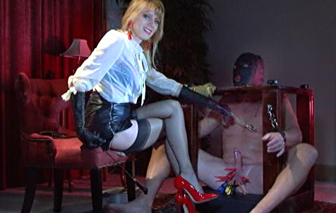 Tormented in the box 1 - NEW ! BDSM Movie